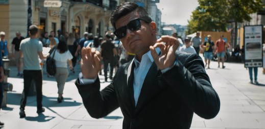 "Raego v novém emočním klipu ""Tentokrát"" vypráví o pravé lásce"