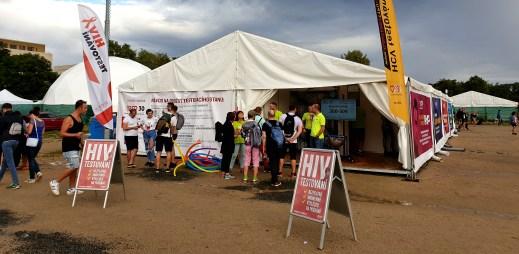 Během Prague Pride 2019 se nechalo otestovat celkem 861 lidí na různé infekce. Testy odhalily HIV, žloutenku i syfilis