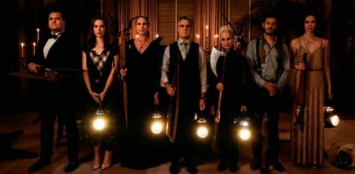 """Nový trailer k filmu """"Krvavá nevěsta"""": Každý nový člen rodiny si musí zahrát hru, kterou nemusí přežít"""