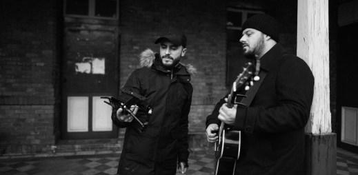 """Xindl X vydal nefalšovaný vánoční singl """"Čas to zabalit"""". S tvorbou videoklipu mu pomáhal rapper Lipo"""