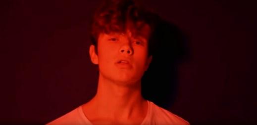 """Je mu 14 let a snaží se prorazit na české hudební scéně. Lil Grippie zveřejnil nový videoklip """"Cíl"""""""
