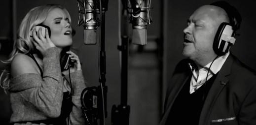 """Verona vydala znovu po 17 letech svůj největší hit """"Náhodou"""". Tentokrát s hostem Michalem Davidem pomáhá dětem"""