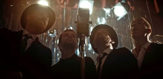 """Coldplay vydali videoklip k singlu """"Cry Cry Cry"""". Objevila se v něm hvězda filmu Padesát odstínů šedi"""