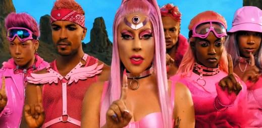 """""""Všechno, co jsem kdy chtěla, byla láska,"""" zpívá Lady Gaga v novém klipu """"Stupid Love"""""""