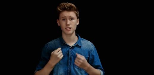 """Mladý zpěvák Ky Baldwin natočil dojemný videoklip """"Dear Mom"""". Zpívá o šikaně na školách!"""