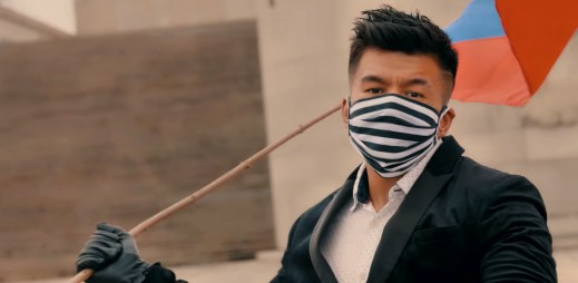 """Raego natočil singl """"Nesmíš to vzdát"""". Bojujme proti nemoci COVID-19 a tleskejme hrdinům dnešní doby, vyzývá"""