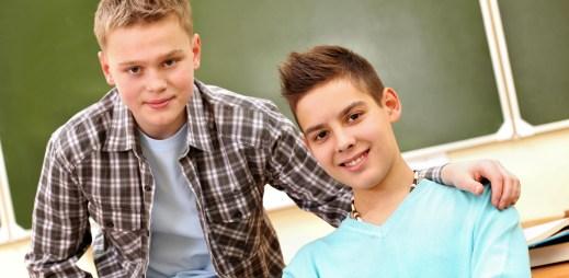 """Mladí gay kluci nechtějí s rodiči mluvit o svojí sexualitě. """"Mohou se obrátit na nás"""", říká operátorka z Linky bezpečí"""