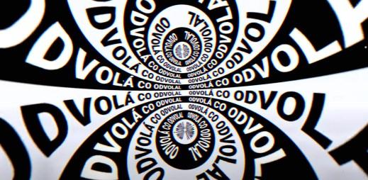 """Tomáš Klus v novém singlu """"Lockdown"""" vyzývá, abychom dodržovali vládní opatření a ověřovali si zdroje"""