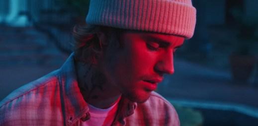 """Justin Bieber vzkazuje v novém klipu """"Hold On"""" všem lidem s rakovinou: Vydržte to!"""