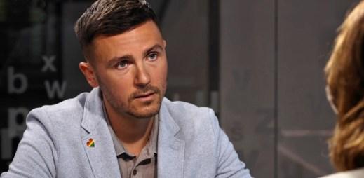 Napadený novinář Jakub Starý v centru Prahy: Zbili nás, protože jsme se s partnerem drželi za ruce