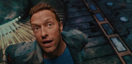 """Coldplay vydali nový mimozemský videoklip k singlu """"Higher Power"""""""